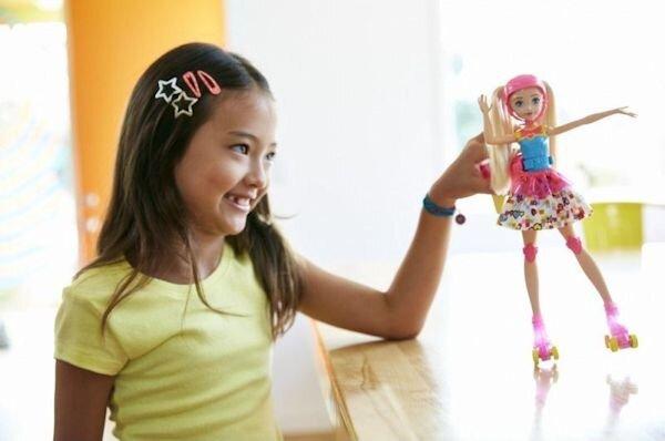 Lalka Barbie na świecącyh wrotkach